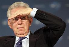 Primeiro-ministro italiano Mario Monti evitou fazer comentários diretos sobre seu futuro político. 08/12/2012 REUTERS/Eric Gaillard