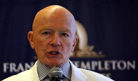 Chairman of Franklin Templeton's Emerging Markets Group Mark Mobius speaks during a news conference in Mumbai March 28, 2011. REUTERS/Danish Siddiqui