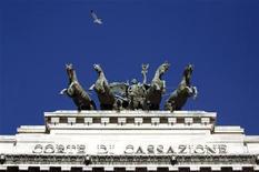Una immagine del frontale della Corte di Cassazione a Roma. REUTERS/Alessandro Bianchi (ITALY - Tags: CRIME LAW POLITICS)