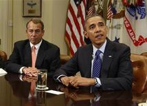 """<p>Barack Obama et le président de la Chambre des représentants John Boehner. Les négociations se poursuivent entre la Maison blanche et les services du leader républicain de la Chambre des représentants à propos du """"mur budgétaire"""" sans qu'aucun des deux camps n'affiche, du moins publiquement, sa volonté de céder du terrain. Mais des signes se font jour au Congrès qui permettent de croire à un compromis. /Photo prise le 16 novembre 2012/REUTERS/Larry Downing</p>"""