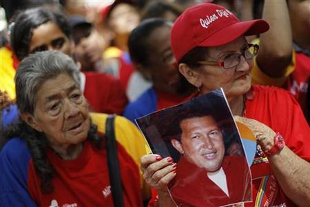 Followers of Venezuela's President Hugo Chavez gather to express their support to him and pray for his health at Plaza Bolivar in Caracas December 9, 2012. REUTERS/Carlos Garcia Rawlins