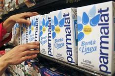 <p>La brigade financière italienne a perquisitionné mardi les locaux du groupe laitier Parmalat et de sa maison mère, le français Lactalis, dans le cadre d'une enquête criminelle liée à l'acquisition de Lactalis American Group par Parmalat. /Photo d'archives/REUTERS/Max Rossi</p>