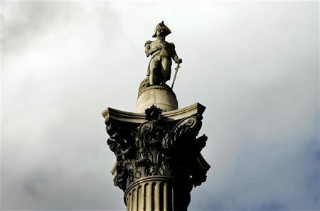 Nelson's Column is seen in Trafalgar Square in London October 21, 2005. REUTERS/Kieran Doherty