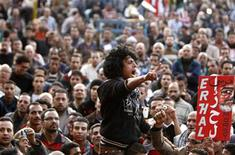 Anti-Mursi protesters chant anti-government slogans at Tahrir Square in Cairo December 11, 2012. Nine people were hurt when gunmen fired at protesters camping in Cairo's Tahrir Square on Tuesday, according to witnesses and the Egyptian media, as the opposition called for a major demonstration it hopes will force President Mohamed Mursi to postpone a referendum on a new constitution. REUTERS/Mohamed Abd El Ghany (EGYPT - Tags: POLITICS CIVIL UNREST)