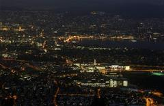 A view from the peak of Mount Uetliberg (871 metres/2850 ft) above the city of Zurich and Lake Zurich November 30, 2012. Reuters/Arnd Wiegmann