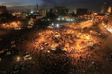 An overview of protesters chanting anti-government slogans in Tahrir Square in Cairo December 11, 2012. REUTERS/Mohamed Abd El Ghany