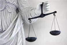 <p>Une peine de trois ans de prison, dont deux ferme, a été requise mardi au procès de l'ex-président de l'organisation Arche de Zoé et de sa compagne, jugés à Paris dans une affaire de tentative d'enlèvement de 103 enfants au Tchad en 2005. /Photo d'archives/REUTERS/Stéphane Mahé</p>
