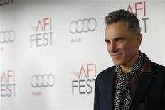 "Cast member Daniel Day-Lewis poses at the premiere of ""Lincoln"" during the AFI Fest 2012 at the Grauman's Chinese theatre in Hollywood, California November 8, 2012. REUTERS/Mario Anzuoni"
