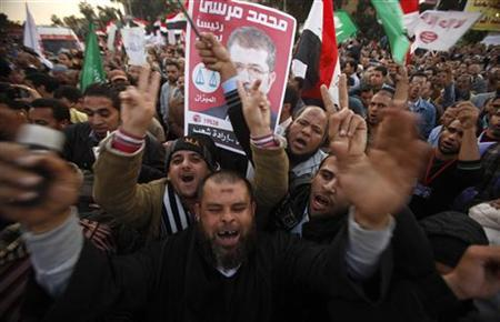 Supporters of Egypt's President Mohamed Mursi shout slogans during a rally held to show support to him in Cairo December 11, 2012. REUTERS/Khaled Abdullah