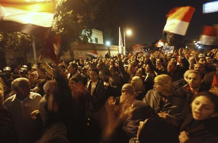 Anti-Mursi protesters shout slogans in front of the presidential palace in Cairo December 11, 2012. REUTERS/Amr Abdallah Dalsh