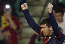 Lionel Messi comemora após marcar gol a favor do Barcelona durante partida contra o Real Betis, na Espanha. Um dos principais pontos fortes de Messi é que sua vontade de jogar é a mesma de quando ele era um adolescente, disse nesta terça-feira seu treinador, Tito Vilanova, sobre o recorde de gols do argentino. 09/12/2012 REUTERS/Marcelo del Pozo
