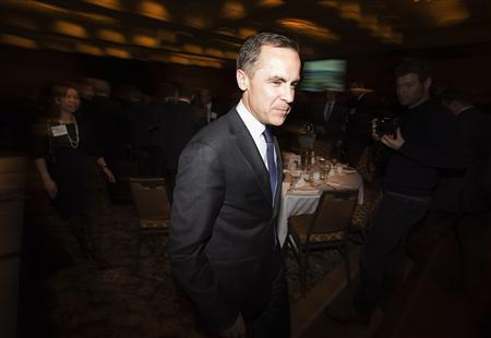 Bank of Canada Governor Mark Carney steps down from the podium after he speaks to the business community during a luncheon in Toronto, December 11, 2012. REUTERS/Mark Blinch