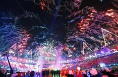 Fireworks light up the sky at the closing ceremony of the London 2012 Olympic Games at the Olympic Stadium August 12, 2012. REUTERS/Kai Pfaffenbach