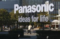 Panasonic pode vender divisão de câmeras digitais Sanyo para fundo de private equity. 14/11/2012 REUTERS/Toru Hanai