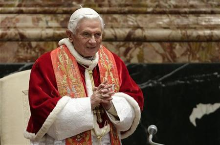 Pope Benedict XVI arrives to deliver his speech at the end of a mass marking the opening of the congress ''Ecclesia in America'' (The church in America) in St Peter's Basilica at the Vatican December 9, 2012. REUTERS/Tony Gentile