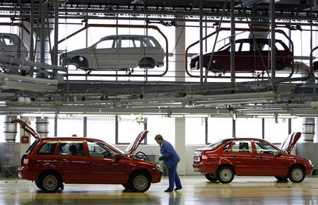AvtoVAZ employees work at an assembly line of the factory on the Volga River, in Togliatti, in this September 25, 2009 file photo. REUTERS/Denis Sinyakov/Files