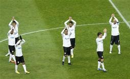 <p>Les Brésiliens du Corinthians ont battu mercredi les Egyptiens d'Al Alhy, 1-0 et rallient ainsi la finale de la Coupe du monde des clubs, qui se déroule au Japon. /Photo prise le 12 décembre 2012/REUTERS/Kim Kyung-Hoon</p>