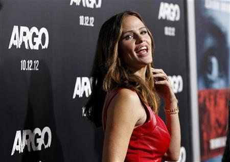 Actress Jennifer Garner poses at the premiere of ''Argo'' at the Academy of Motion Picture Arts and Sciences in Beverly Hills, California October 4, 2012. REUTERS/Mario Anzuoni/Files