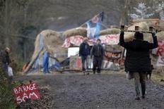 <p>Lieu-dit La Châtaigneraie, près de Nantes. La justice a ordonné l'expulsion des opposants au projet d'aéroport de Notre-Dame-des-Landes (Loire-Atlantique) regroupés à La Châtaigneraie. /Photo prise le 11 décembre 2012/REUTERS/Stephane Mahé</p>