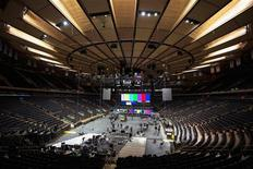 Crew members work on stage to prepare lighting for the 12-12-12 fundraising concert at Madison Square Garden to raise funds for victims of Hurricane Sandy in New York, December 11, 2012. REUTERS/Lucas Jackson