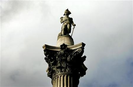 Nelson's Column is seen in Trafalgar Square in London October 21, 2005. REUTERS/Kieran Doherty