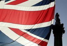 <p>Au centre de Londres, la statue de l'amiral Horatio Nelson juché sur une colonne. Le héros de la bataille de Trafalgar (1805) souffrait du mal de mer, révèle une lettre écrite par l'homme qui fait figure de héros ultime pour tous les petits Britanniques passionnés de la mer. /Photo d'archives/REUTERS/Russell Boyce</p>