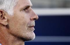 <p>L'entraîneur des Girondins de Bordeaux, Francis Gillot, a dit mercredi tout le bien qu'il pensait de l'AS Saint-Etienne, à la veille de la confrontation entre ces deux équipes au coude à coude en Ligue 1. /Photo d'archives/REUTERS/Régis Duvignau</p>