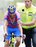 Michele Scarponi, vencedor del Giro de Italia del año pasado, ha recibido una sanción retroactiva de tres meses por visitar al suspendido médico deportivo Michele Ferrari, según su equipo. En la imagen, el ciclista del Lampre Michele Scarponi, durante el pasado Giro de Italia el 25 de mayo. REUTERS/Alessandro Garofalo