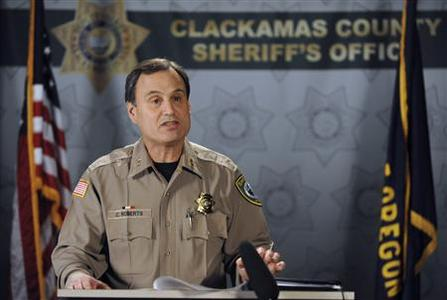 Clacakmas County Sheriff Craig Roberts addresses a news conference in Clackamas, Oregon, December 12, 2012. A gunman opened fire inside an Oregon shopping mall on Tuesday in the middle of the busy Christmas shopping season, killing at least two people and injuring a third before turning a gun on himself. REUTERS/Steve Dykes