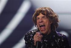 Vocalista dos Rolling Stones, Mick Jagger, é visto durante show da band no Barclays Center, em Nova York. Uma coleção de cartas de amor escritas por Jagger para a cantora norte-americana Marsha Hunt foi vendida na quarta-feira pela casa de leilões Sotheby's por 187.250 libras (301 mil dólares). 08/12/2012 REUTERS/Lucas Jackson