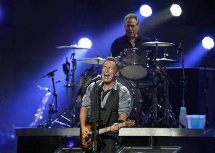 Bruce Springsteen performs with drummer Max Weinberg (top) of E Street Band during the ''12-12-12'' benefit concert for victims of Superstorm Sandy at Madison Square Garden in New York December 12, 2012. REUTERS/Lucas Jackson
