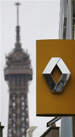 The logo of French car manufacturer Renault is seen in front of the Eiffel tower at a dealership in Paris, November 2, 2012. Automobile sales for the Renault group were down 26.4% during October in figures released today. REUTERS/Christian Hartmann (FRANCE - Tags: BUSINESS TRANSPORT)