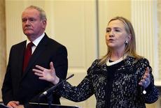 La saliente secretaria de Estado de Estados Unidos, Hillary Clinton, quien estuvo cerca de ganar la nominación a la presidencia del Partido Demócrata hace cuatro años, restó importancia el miércoles a la idea de que podría presentarse nuevamente a la Casa Blanca en el 2016. En la imagen, Hillary Clinton habla durante una rueda de prensa conjunta con el viceprimer ministro de Irlanda del Norte, Martin McGuinness, en el Castillo de Stormont, en Belfast, el 7 de diciembre de 2012. REUTERS/Kevin Lamarque