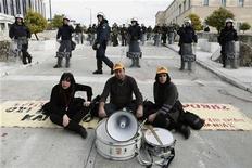 Una manifestazione di protesta in Grecia. REUTERS/Yorgos Karahalis