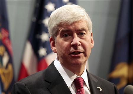 Michigan Governor Rick Snyder holds a news conference to talk about why he signed into law, in Lansing, Michigan in this file photo taken December 11, 2012. On Tuesday, Snyder signed into law bills co-sponsored by state Representative Patrick Colbeck that ban mandatory union membership, making Michigan the nation's 24th right-to-work state. REUTERS/Rebecca Cook/Files