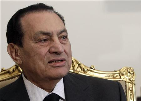 Egypt's President Hosni Mubarak attends a meeting with United Arab Emirates Foreign Minister Sheikh Abdullah bin Zayed al-Nahayan at the presidential palace in Cairo February 8, 2011. REUTERS/Amr Abdallah Dalsh