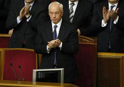 Ukraine's Prime Minister Mykola Azarov claps during a session in Parliament in Kiev December 13, 2012. REUTERS/Anatolii Stepanov