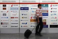 Aerei, Iata rivede a rialzo previsioni utili globali 2012 e 2013 REUTERS/Barry Huang
