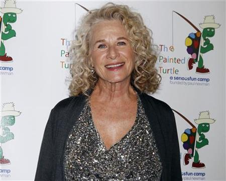 Singer and songwriter Carole King poses on the arrivals line at ''A Celebration of Carole King And Her Music'' concert to benefit Paul Newman's The Painted Turtle Camp in Hollywood December 4, 2012. REUTERS/Fred Prouser