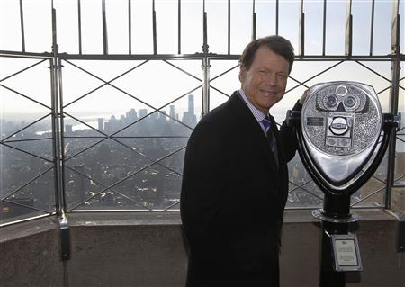 U.S. Ryder Cup captain Tom Watson poses for photographers on the observation deck of the Empire State building in New York, December 13, 2012. REUTERS/Brendan McDermid