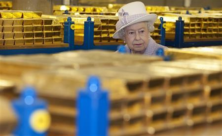 Queen Elizabeth tours a gold vault during a visit to the Bank of England in the City of London December 13, 2012. REUTERS/Eddie Mulholland/Pool