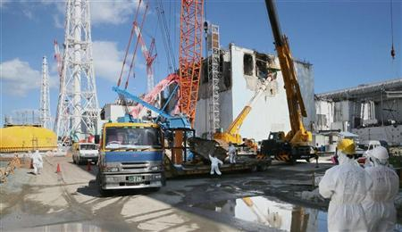 Workers are seen at the tsunami-crippled Fukushima Daiichi nuclear power plant No. 4 reactor building in Fukushima prefecture, October 12, 2012. REUTERS/Kyodo