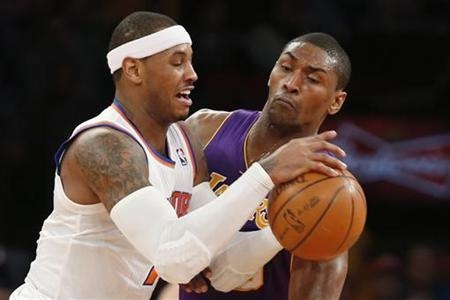 New York Knicks forward Carmelo Anthony (L) is defended by Los Angeles Lakers Metta World Peace in the first half of their NBA basketball game in New York December 13, 2012. REUTERS/Adrees Latif