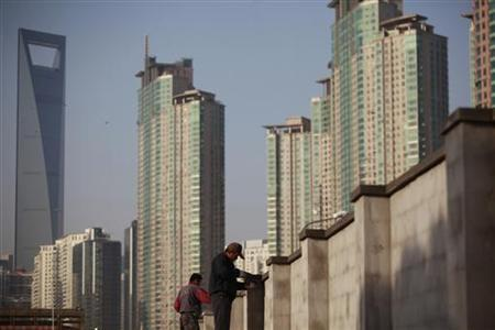 Workers build walls at a construction site at Pudong Lujiazui financial area in Shanghai November 12, 2012. Comments by China's two top banking officials playing down the risks of bad debt in the banking system provided the latest upbeat signal from Beijing suggesting seven straight quarters of slowing growth have ended. Bank lending data has become China's most closely watched economic statistic in recent months as investors try to judge the likely pace of new investment projects Beijing is approving to prop-up growth in what is the world's fastest expanding major economy even if it is on course for its slowest year since 1999. REUTERS/Aly Song (CHINA - Tags: BUSINESS CONSTRUCTION POLITICS)