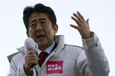 Japan's main opposition Liberal Democratic Party's (LDP) leader and former Prime Minister Shinzo Abe makes a speech during a campaign for the December 16 lower house election in Ageo, north of Tokyo December 11, 2012. REUTERS/Shohei Miyano