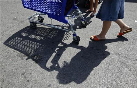 A shopper pushes a shopping trolley outside a supermarket in Nice August 23, 2012. REUTERS/Eric Gaillard