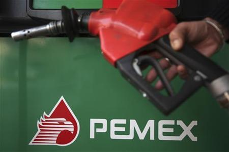 The logo of Mexican petroleum company Pemex is seen on a tank gas at gas station in Mexico City November 23, 2012. Spanish oil major Repsol, badly bruised by the nationalisation of its Argentine business, is in talks to patch up frayed ties with state-owned Mexican oil monopoly Pemex. REUTERS/Edgard Garrido (MEXICO - Tags: BUSINESS ENERGY)