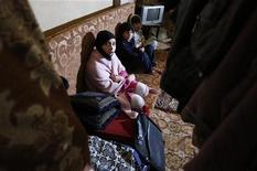 Es improbable que el presidente sirio Bashar el-Asad sea capaz de permanecer en el poder, dijo el viernes el presidente del Comité Militar de la OTAN. En la imagen, niños de una familia refugiada siria sentados dentro de un garaje donde viven en la localidad de Bar Elias, en el valle de Bekaa, Líbano, el 13 de diciembre de 2012. REUTERS/ Jamal Saidi
