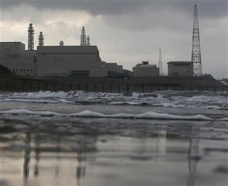 Tokyo Electric Power Co.'s (TEPCO) Kashiwazaki Kariwa nuclear power plant, which is the world's biggest, is seen from a seaside in Kashiwazaki, November 12, 2012. REUTERS/Kim Kyung-Hoon