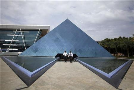 Employees walk in front of a pyramid-shaped building at the Infosys campus in the Electronic City area of Bangalore September 4, 2012. REUTERS/Vivek Prakash/Files